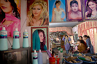 AFGHANISTAN, 06.2008, Kabul. Unter den Taliban galten Frauen-Friseursalons als teufliche Orte, kaum besser als ein Bordell. Heute sind sie normal. | Under the Taliban women's hair salons were seen as devil's places almost as bad as a brothel. Today they are normal.<br /> © Marzena Hmielewicz/EST&OST