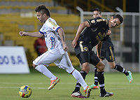 BOGOTÁ -COLOMBIA-20-04-2014. Norvey Salazar (Der.) de Fortaleza FC disputa el balón con Juan Sebastian Villota (Izq.) de Deportivo Pasto durante partido por la fecha 18 de la Liga Postobón I 2014 jugado en el estadio Metropolitano de Techo en Bogotá./ Norvey Salazar (R) of Fortaleza FC fights for the ball with Juan Sebastian Villota (L) of Deportivo Pasto during the match for the 18th date of Postobon League I 2014 played at Metropolitano de Techo stadium in Bogota. Photo: VizzorImage / Gabriel Aponte / Staff