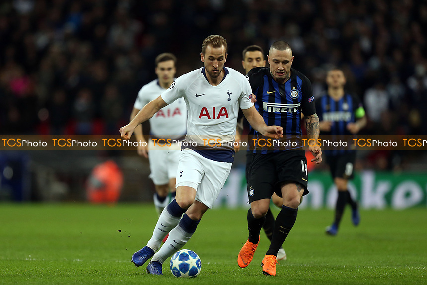 Radja Nainggolan of Internazionale and Harry Kane of Tottenham Hotspur during Tottenham Hotspur vs Inter Milan, UEFA Champions League Football at Wembley Stadium on 28th November 2018