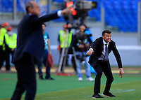 Calcio, Serie A: Roma-Fiorentina. Roma, stadio Olimpico, 25 aprile 2012. L'allenatore della Roma Luis Enrique, a destra, e quello della Fiorentina Delio Rossi, danno indicazioni ai loro giocatori..AS Roma coach Luis Enrique, of Spain, looks on as Fiorentina coach Delio Rossi, left, gestures to their players during the Italian Serie A football match between AS Roma and Fiorentina, at Rome Olympic stadium, 25 april 2012..UPDATE IMAGES PRESS/Riccardo De Luca