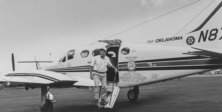 Rep. Jim Inhofe, R-Okla., getting off his Cessna 414 after a five hour flight from Tulsa to National Airport.  His wife, daughter and dog also flew-up with him. He had returned from his 15 days trip on Sunday to Oklahoma. Several staff members awaited his arrival at the terminal preparing a small celebration for him complete with balloons, on Jan. 16,1991. (Photo by Maureen Keating/CQ Roll Call via Getty Images)