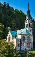 Deutschland, Bayern, Berchtesgadener Land, Berchtesgaden: die Christuskirche unterhalb des Kalvarienbergs   Germany, Bavaria, Berchtesgadener Land, Berchtesgaden: Christ church