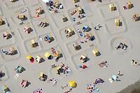 Strand:EUROPA, DEUTSCHLAND, SCHLESWIG- HOLSTEIN, TIMMENDORFER STRAND 29.06.2005: Stand, Sonne, Urlaub, Strandburg, Ferien, Menschen, Strandkorb<br /><br />Luftaufnahme, Luftbild,  Luftansicht