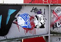 Nederland - Amsterdam - 24 maart 2018.  Graffiti van P.F. op de NDSM-Werf. Twee vrouwen met een hoofddoekje. Links het meisje met de Parel van Johannes Vermeer.  Foto Berlinda van Dam Hollandse Hoogte