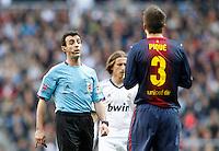 MADRI, ESPANHA, 02 MARÇO 2013 - CAMPEONATO ESPANHOL - REAL MADRID X BARCELONA - Pique (D) jogador do  Barcelona durante partida contra o Real Madrid  em partida pela 26 rodada do Campeonato Espanhol, neste sabado, 02. (FOTO: ALEX CID-FUENTES / ALFAQUI / BRAZIL PHOTO PRESS).
