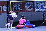 Lisa Lahham (Nr.1,Ruesselsheimer RK) pariert den Schuss von Antonia Hendrix (Nr.8,Mannheimer HC) beim Spiel der Hockey Bundesliga Damen, Mannheimer HC - Rüsselsheimer RK.<br /> <br /> Foto © PIX-Sportfotos *** Foto ist honorarpflichtig! *** Auf Anfrage in hoeherer Qualitaet/Aufloesung. Belegexemplar erbeten. Veroeffentlichung ausschliesslich fuer journalistisch-publizistische Zwecke. For editorial use only.