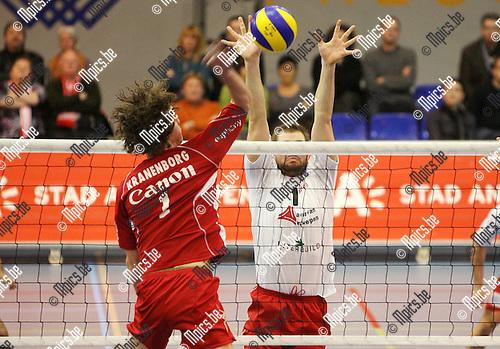 2009-12-12 / Seizoen 2009-2010 / Volleybal / Top Volley Precura Antwerpen - VC Euphony Asse-Lennik / Theo Kranenborg van Asse-Lennik krijgt af te rekenen met Steve Van den Bosch van Antwerpen..Foto: mpics