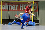 Mannheim, Germany, January 07: During the 1. Bundesliga Herren Hallensaison 2017/18 Sued  hockey match between Mannheimer HC (blue) and Nuernberger HTC (red) on January 7, 2018 at Irma-Roechling-Halle in Mannheim, Germany. Final score 7-4 (HT 2-2). (Photo by Dirk Markgraf / www.265-images.com) *** Local caption *** Fabian Pehlke #32 of Mannheimer HC