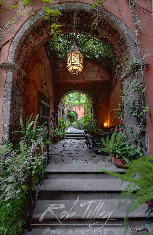 Mexico, Guanajuato, San Miguel de Allende, Casa Luna Pila Seca (Property Released)
