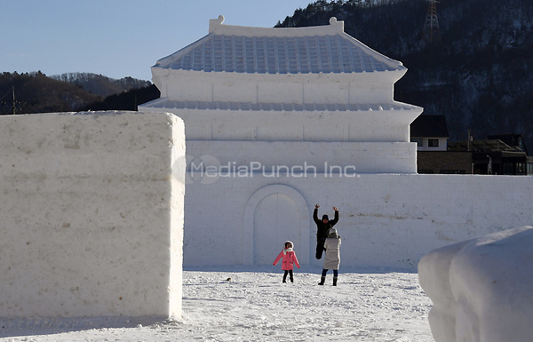 """A family taking pictures during their visit to the """"Snow Land"""" ice sculpture park in Pyeongchang, South Korea, 07 February 2018. The Pyeongchang 2018 Winter Olympics take place between 09 and 25 February. Photo: Tobias Hase/dpa /MediaPunch ***FOR USA ONLY***"""