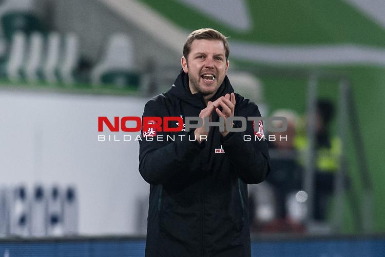 01.12.2019, Volkswagen Arena, Wolfsburg, GER, 1.FBL, VfL Wolfsburg vs SV Werder Bremen<br /> <br /> DFL REGULATIONS PROHIBIT ANY USE OF PHOTOGRAPHS AS IMAGE SEQUENCES AND/OR QUASI-VIDEO.<br /> <br /> im Bild / picture shows<br /> Florian Kohfeldt (Trainer SV Werder Bremen) in Coachingzone / an Seitenlinie,<br /> <br /> Foto © nordphoto / Ewert