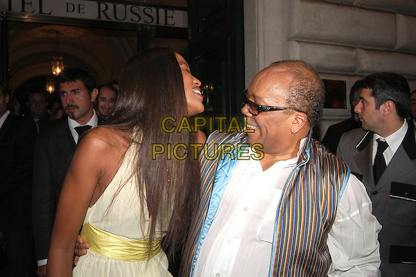 NAOMI CAMPBELL & QUINCY JONES.Russie Hotel, Rome, Italy.May 17th, 2004.half length, half-length, supermodel, stripes, vest, laughing.www.capitalpictures.com.sales@capitalpictures.com.© Capital Pictures.