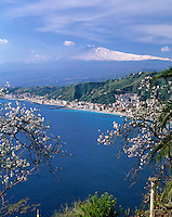 Italy, Sicily, view fromTaormina at resort Giardini-Naxos and volcano Etna