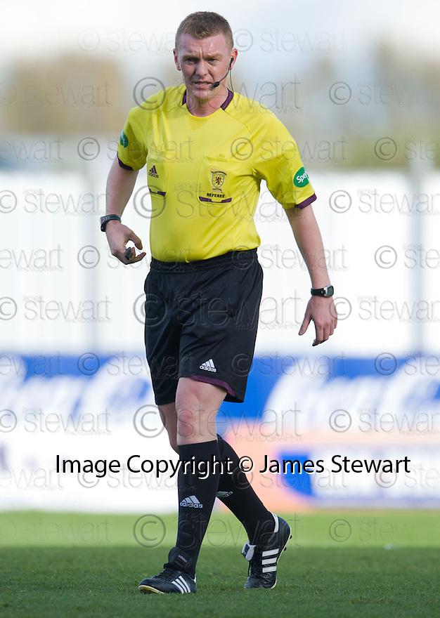 Referee Brian Colvin  ...