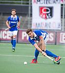 AMSTELVEEN -  Sander de Wijn (Kampong)   tijdens  de  eerste finalewedstrijd van de play-offs om de landtitel in het Wagener Stadion, tussen Amsterdam en Kampong (1-1). Kampong wint de shoot outs.   rechts Johannes Mooij (A'dam) . COPYRIGHT KOEN SUYK