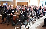 SOESTDUINEN - Algemene Ledenvergadering van de NGF (Nederlandse Golf Federatie) met bestuurswisseling. Overzicht van de zaal met op de eerste rij oa Jan Kees van Soest, Annelies Eschauzier, Lout Mangelaar Meertens,  Rolf Olland, Jan Willem Verloop (r), COPYRIGHT KOEN SUYK