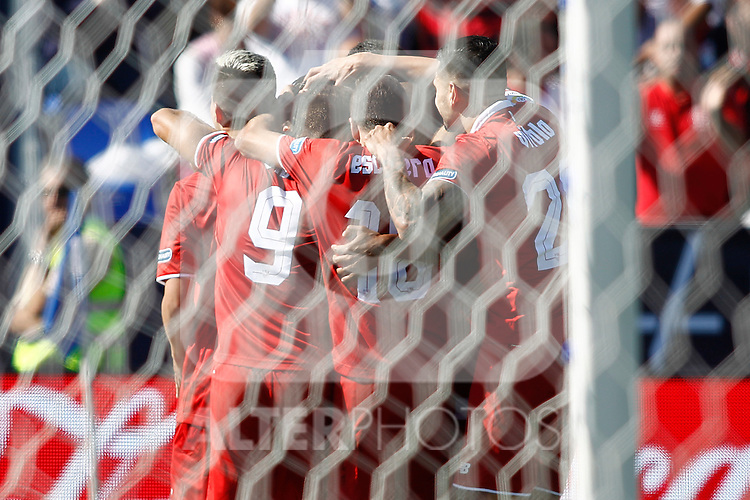 Sevilla FC's players celebrate goal during La Liga match. October 15,2016. (ALTERPHOTOS/Acero)