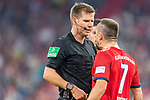 06.10.2018, Allianz Arena, Muenchen, GER, 1.FBL,  FC Bayern Muenchen vs. Borussia Moenchengladbach, DFL regulations prohibit any use of photographs as image sequences and/or quasi-video, im Bild Franck Ribery (FCB #7) legt sich mit Schiedsrichter Willenborg an <br /> <br />  Foto &copy; nordphoto / Straubmeier