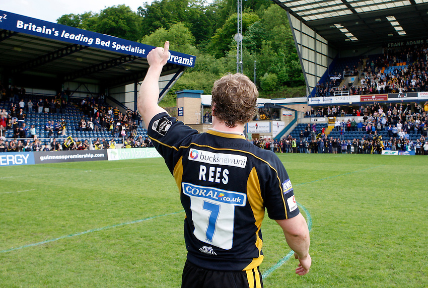 Photo: Richard Lane/Richard Lane Photography. .London Wasps v Bath Rugby. Guinness Premiership. 18/05/2008. Wasps' Tom Rees applauds the fans.