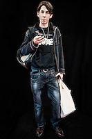 Javier Calvelo/ URUGUAY/ MONTEVIDEO/ Montevideo Comics - Auditorio del Sodre/ Proyecto documental sobre la identidad, lo nacional, lo Uruguayo y el consumo. Se trata de retratos simples mirando a camara y con un fondo neutro. Les pregunto a los fotografiados como quieren ser recordados en el futuro y de que localidad son.<br /> El trabajo esta influenciado por la obra de August Sander pero tambien por Richard Avedon y Manuel Alvarez Bravo. <br /> El titulo esta basado en la obra de Raymond Firth, Tipos Humanos. (Raymond William Firth, ( 1901-2002) fue un etn&oacute;logo neozeland&eacute;s profesor de Antropolog&iacute;a en la London School of Economics, es uno de los fundadores de la antropolog&iacute;a econ&oacute;mica brit&aacute;nica). <br /> La convenci&oacute;n m&aacute;s importante de comics en Uruguay se desarrolla durante este fin de semana en el Auditorio del Sodre. Conferencias con expertos internacionales, talleres, rob&oacute;tica, concurso de cosplay son parte de las actividades. Montevideo Comics es una organizaci&oacute;n dedicada al desarrollo de la historieta, la animaci&oacute;n y otras actividades afines, la convenci&oacute;n va por su edici&oacute;n n&uacute;mero 12 y la segunda en el Sodre.<br /> En la foto:  Tipos Humanos en Montevideo Comics 12&ordm; edicion en el Auditorio del Sodre. Foto: Javier Calvelo <br /> 20140608  dia domingo