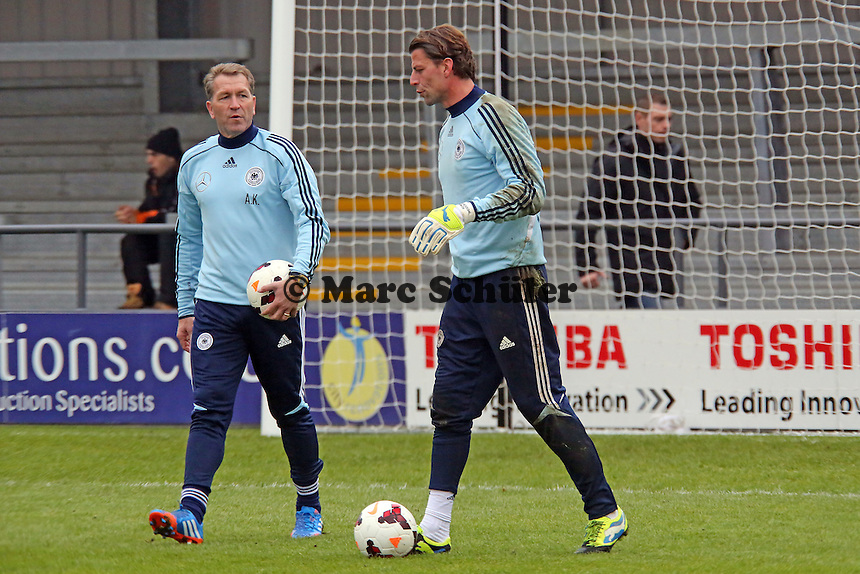"Torwarttrainer Andreas Koepke mit Roman Weidenfeller (D) - Training der Nationalmannschaft in ""The Hive"" vom Barnet FC"