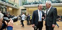 Berlin, der Ministerpräsident von Sachsen-Anhalt, Reiner Haseloff (CDU, l.), und der Bundesratsvorsitzende und Ministerpräsident von Baden-Württemberg, Winfried Kretschmann (Bündnis 90/Die Grünen), am Freitag (03.05.13) bei der 909. Sitzung des Bundesrats in Berlin.