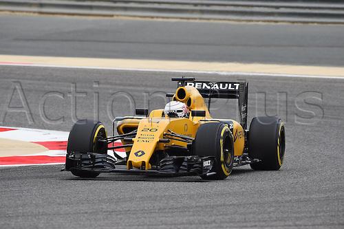 01.04.2016. Bahrain. FIA Formula One World Championship 2016, Grand Prix of Bahrain, Practise day.  Kevin Magnussen, Renault F1 Team, formula 1 GP