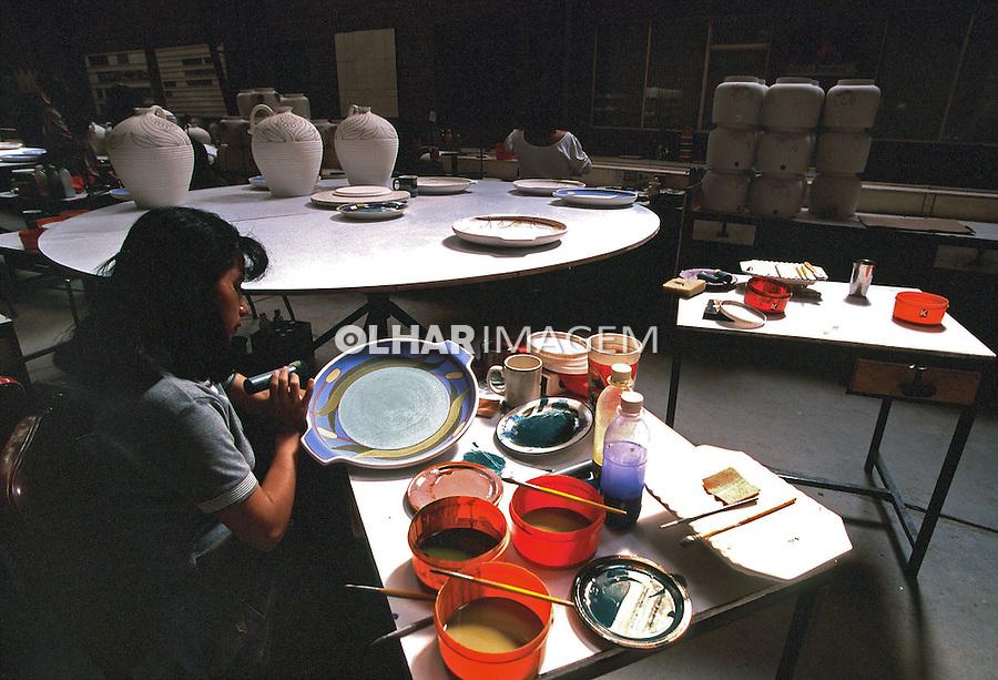Indústria de cerâmica em Cuenca, Equador. 1997. Foto de Juca Martins.