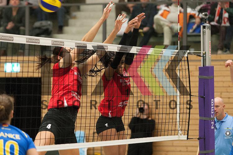 am Netz Koepenicks Eva Rutarova und Koepenicks Janisa Johnson <br /> <br /> 05.12.2015 Volleyball Frauen 1. Bundesliga Koepenicker SC Berlin  - Schweriner SC <br /> <br /> Foto &copy; PIX-Sportfotos *** Foto ist honorarpflichtig! *** Auf Anfrage in hoeherer Qualitaet/Aufloesung. Belegexemplar erbeten. Veroeffentlichung ausschliesslich fuer journalistisch-publizistische Zwecke. For editorial use only.