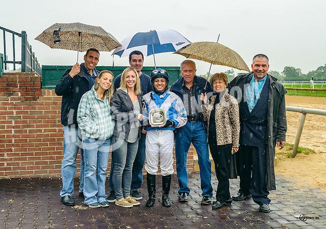 Triumphant Joy winning at Delaware Park on 10/8/16