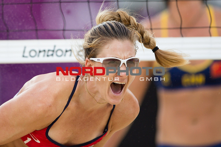 07.08.2012, Horse Guards Parade, London, Great Britain, Olympische Sommerspiele 2012, Beachvolleyball, Halbfinale, Kerri Walsh / Misty May-Treanor (USA) vs. Chen Xue / Xi Zhang (CHN), im Bild Jubel Kerri Walsh (USA) nach dem Sieg<br />