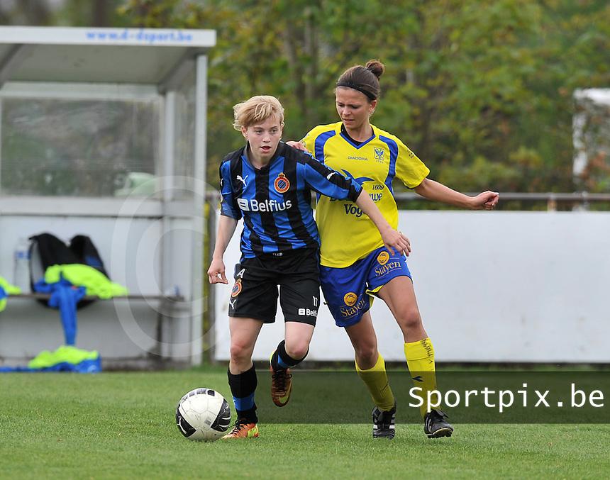 Club Brugge Dames - STVV Sint Truidense VV : Yana Haesebroek aan de bal voor Lien Haverals.foto DAVID CATRY / Nikonpro.be