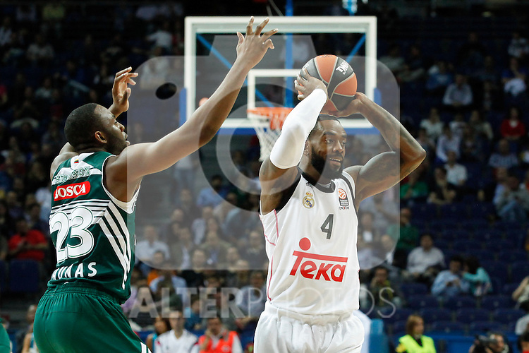 Basketball Real Madrid´s Rivers (R) and Zalgiris Kaunas´s Anderson during Euroleague basketball match in Madrid, Spain. October 17, 2014. (ALTERPHOTOS/Victor Blanco)