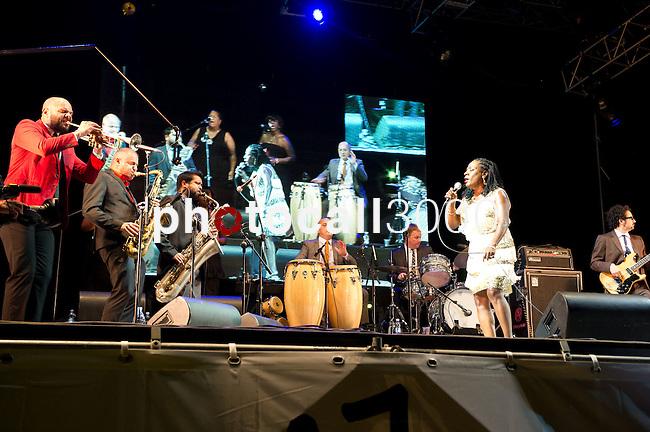 Actuación de Sharon Jones en el 47 Heineken Jazzaldia