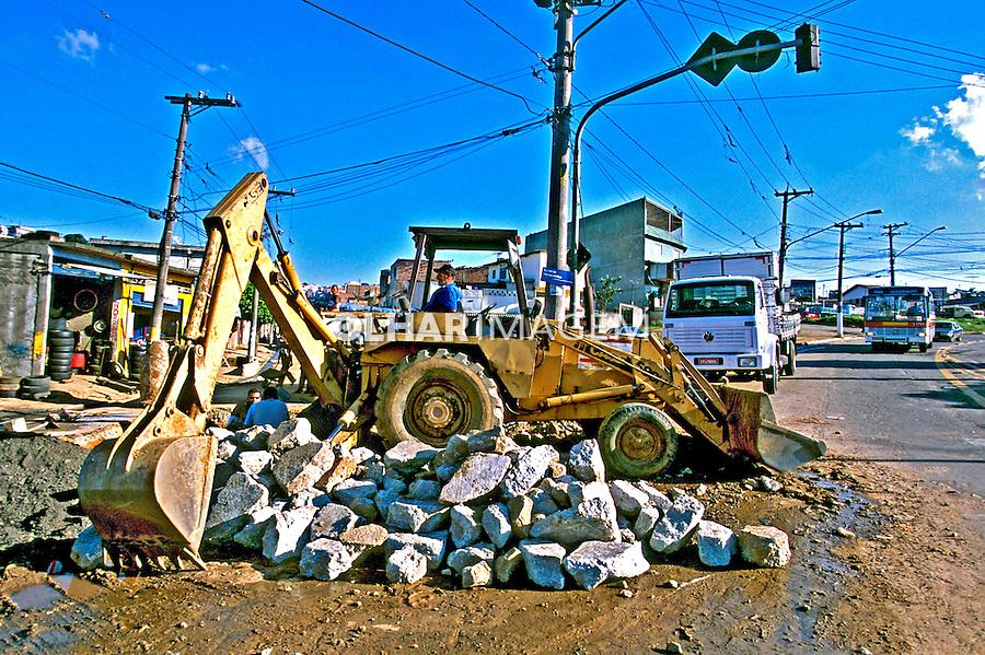 Obras de saneamento em São Mateus, São Paulo. 2004. Foto de Juca Martins.