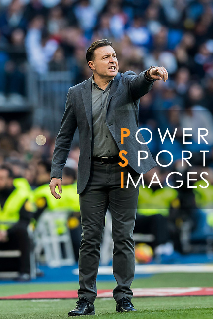 Coach Cristobal Parralo of RC Deportivo La Coruna gestures during the La Liga 2017-18 match between Real Madrid and RC Deportivo La Coruna at Santiago Bernabeu Stadium on January 21 2018 in Madrid, Spain. Photo by Diego Gonzalez / Power Sport Images