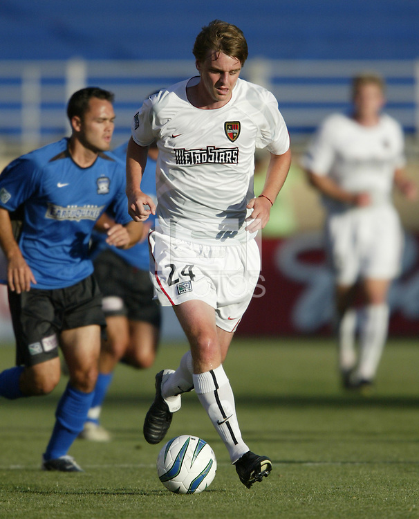 12 June 2004: Eddie Gaven in action against Earthquakes at Spartan Stadium in San Jose, California.    Earthquakes defeated MetroStars, 3-1.  Mandatory Credit: Michael Pimentel / ISI