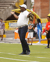 NEIVA, COLOMBIA, 10-04-2016: Hubert Bodhert técnico del Jaguares FC gesticula durante partido contra Atlético Huila por la fecha 12 de la Liga Águila I 2016 jugado en el estadio Guillermo Plazas Alcid de la ciudad de Neiva./ Hubert Bodhert coach of Jaguares FC gestures during match against Atletico Huila for the date 12 of the Aguila League I 2016 played at Guillermo Plazas Alcid in Neiva city. VizzorImage / Sergio Reyes / Cont