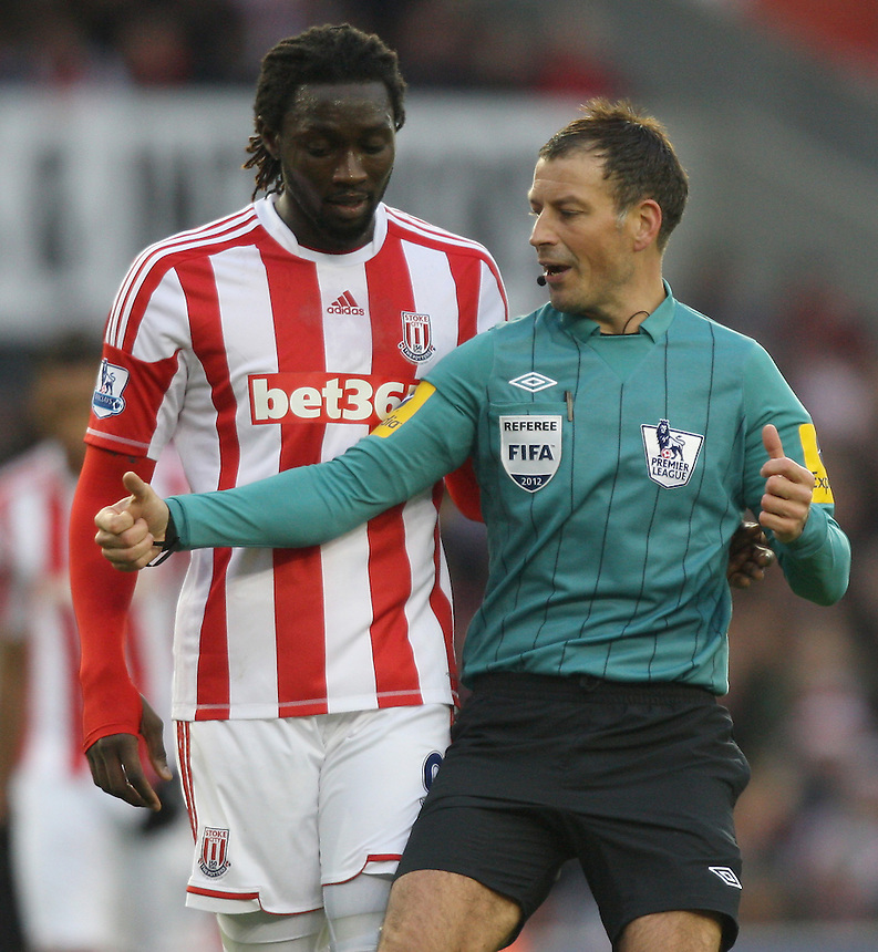 Referee Mark Clattenburg makes a point to Stoke City's Kenwyne Jones ..Football - Barclays Premiership - Stoke City v Southampton - Saturday 29th December 2012 - Britannia Stadium - Stoke..© CameraSport - 43 Linden Ave. Countesthorpe. Leicester. England. LE8 5PG - Tel: +44 (0) 116 277 4147 - admin@camerasport.com - www.camerasport.com