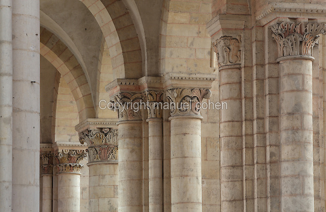 Capitals carved with acanthus leaves in the North side aisle of the nave, 12th century, at the Cathedrale Saint-Julien du Mans or Cathedral of St Julian of Le Mans, Le Mans, Sarthe, Loire, France. The cathedral was built from the 6th to the 14th centuries, with both Romanesque and High Gothic elements. It is dedicated to St Julian of Le Mans, the city's first bishop, who established Christianity in the area in the 4th century AD. Picture by Manuel Cohen