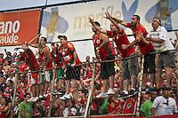 ATENÇÃO EDITOR: FOTO EMBARGADA PARA VEÍCULOS INTERNACIONAIS SÃO PAULO,SP,02 DEZEMBRO 2012 - CAMPEONATO BRASILEIRO - PORTUGUESA x PONTE PRETA - Torcedores  da Portuguesa durante partida Portuguesa x Ponte Preta válido pela 38º rodada do Campeonato Brasileiro no Estádio Doutor Osvaldo Teixeira Duarte (Canindé), na região norte da capital paulista na noite deste domingo (02).(FOTO: ALE VIANNA -BRAZIL PHOTO PRESS).