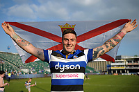 Matt Banahan of Bath Rugby with the Jersey flag after the match. Aviva Premiership match, between Bath Rugby and London Irish on May 5, 2018 at the Recreation Ground in Bath, England. Photo by: Patrick Khachfe / Onside Images