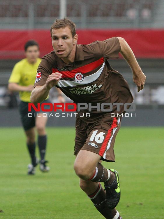 2.Liga FBL 2009/2010  Testspiel<br /> FC St.Pauli vs. Heart of Midlothian 2:0 (1:0)<br /> <br /> <br /> Markus Thorandt (Nr.16) Neueinkauf von 1860 M&uuml;nchen.<br /> <br /> Foto &copy; nph (nordphoto)<br /> <br /> *** Local Caption ***