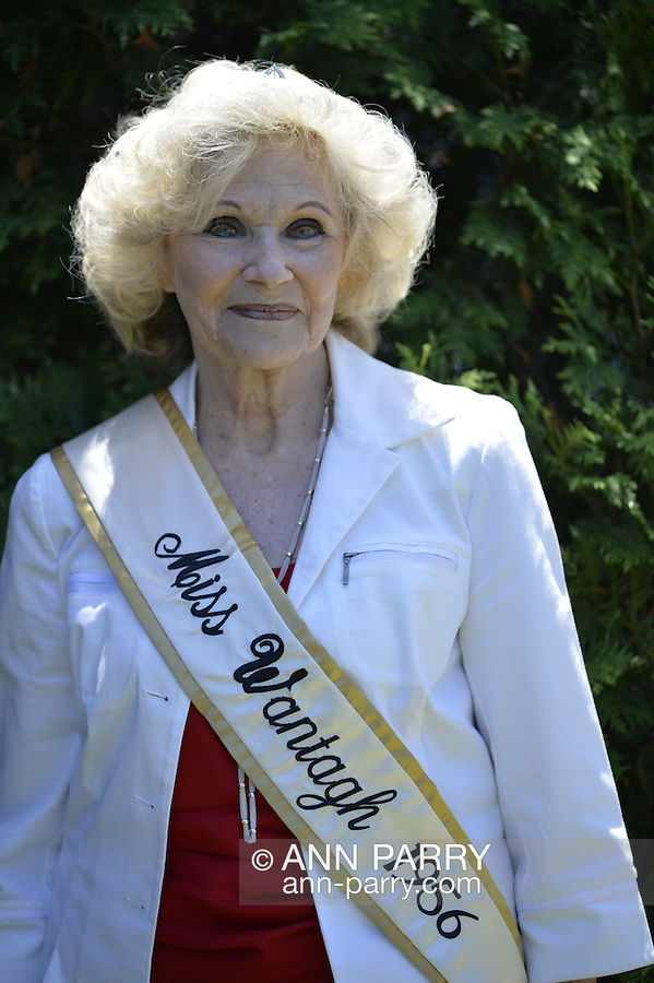 Wantagh, New York, USA. July 4, 2016. LYNN CLAYTON LUONGO, Miss Wantagh 1956, 76 years old, the first ever Miss Wantagh, participates in the 60th Annual Miss Wantagh Pageant, an Independence Day tradition on Long Island. Since 1956, the Miss Wantagh Pageant, which is not a beauty pageant, crowns an area high school student based mainly on academic excellence and community service.