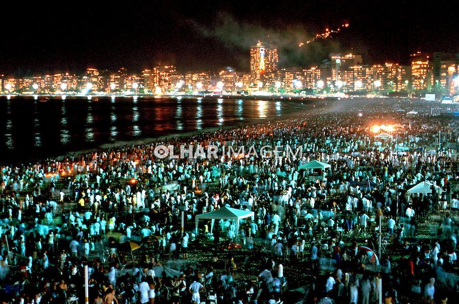 Festa do Ano Novo na Praia de Copacabana, Rio de Janeiro. 2000. Foto de Juca Martins.