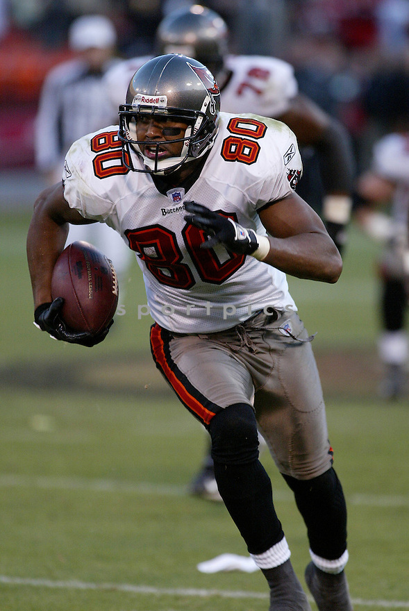 MICHAEL CLAYTON, of the Tampa Bay Buccaneers in action during the Buccaneers game against the San Francisco 49ers on December 23, 2007 in San Francisco, California...49ER win 27-7..SportPics