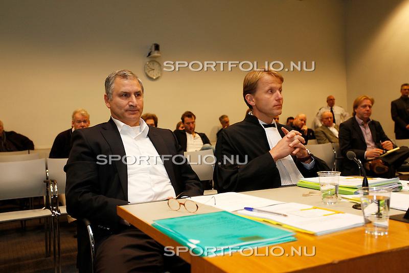 Nederland, Utrecht, 28 december 2011.Tscheu La Ling (l.) en zijn raadsman Jan Kabalt in de rechtszaal van de rechtbank in Utrecht voor het kort geding wat hij heeft aangespannen tegen Steven Ten Have.