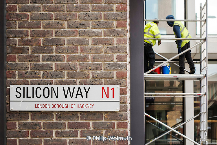 Building maintenance workers in Silicon Way, a small new street in the area nicknamed Silicon Roundabout because of its high number of technology start-ups,  Shoreditch, London.