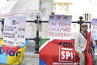 Roma, 18 Settembre 2012.Piazza Montecitorio.Presidio delle associazioni dei consumatori contro il carovita