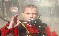 SAO PAULO, SP, 09 DE MARCO DE 2012 - SOLENIDADE DIA DO BOMBEIRO - Simulacao aquatica durante Solenidade comemorativa ao Dia do Bombeiro Brasileiro, na Praca da Se na regiao central da capital paulista, nesta sexta-feira, 09. (FOTO: VANESSA CARVALHO / BRAZIL PHOTO PRESS).